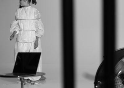 La modella sul set durante lo shooting