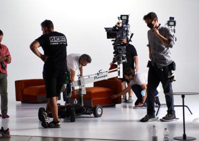 La troupe sul set durante lo shooting
